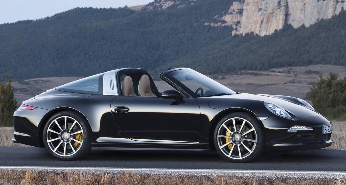 Дайте два: немцы представили сразу две новеньких Porsche 911 Targa