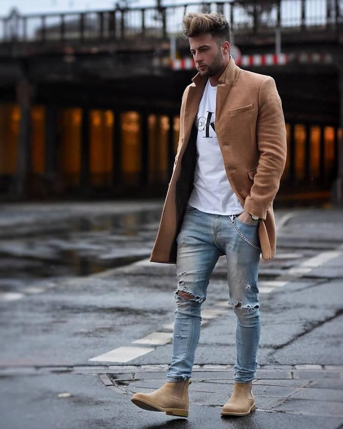 """""""Дырявые"""" джинсы — вещь, которая поможет выглядеть моложе"""