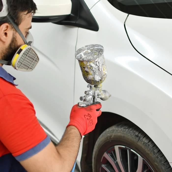 Не знаешь, как убрать царапины на машине, обратись к специалистам