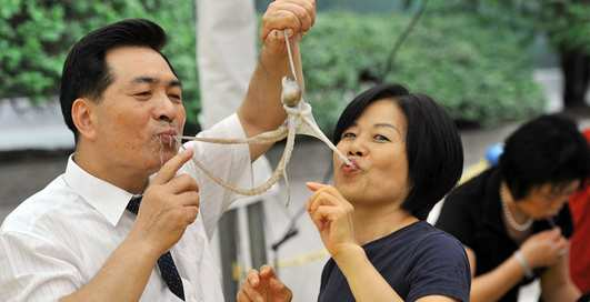 «Taнцующий кaльмар» и Ко: 7 опасных деликатесов, которые люди продолжают есть