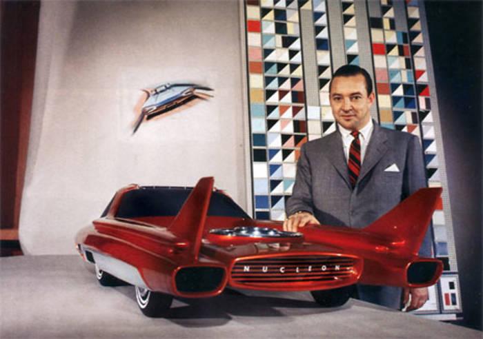 Уильям Форд рядом с моделью концепт-кара, 1957 год