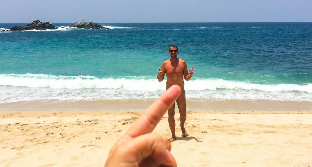 На фото голое тело покоряет морской пляж