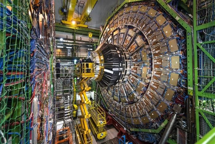 """Большой адронный коллайдер стал самым дорогим оборудованием для науки, на которое """"скинулись"""" 17 стран"""