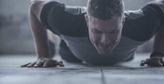 Регрессия в отжиманиях: как правильно снижать нагрузку на тренировках