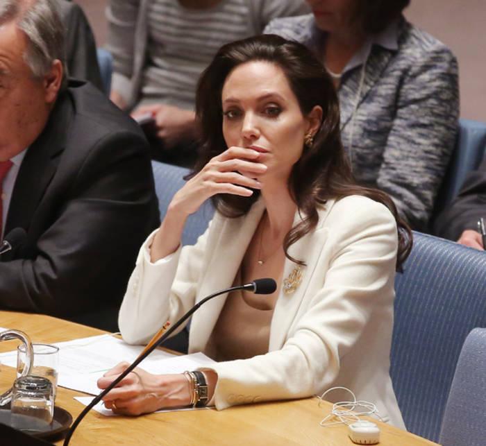 Общественная деятельность и благотворительность для Джоли - неотъемлемая часть жизни