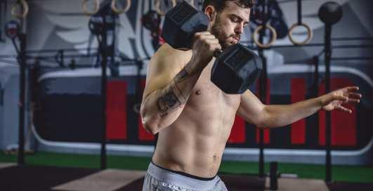Гантели в помощь: 6 упражнений для быстрого сжигания калорий