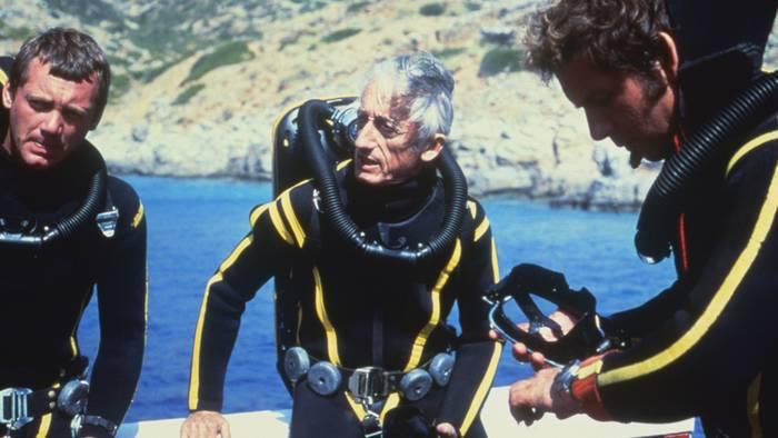 """""""Стоит погрузиться в воды океана и опуститься ниже уровня земли — и ты свободен"""", — Жак-Ив Кусто"""