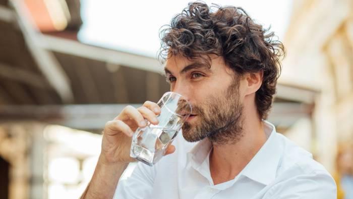 Как правильно пить воду летом — делай это регулярно