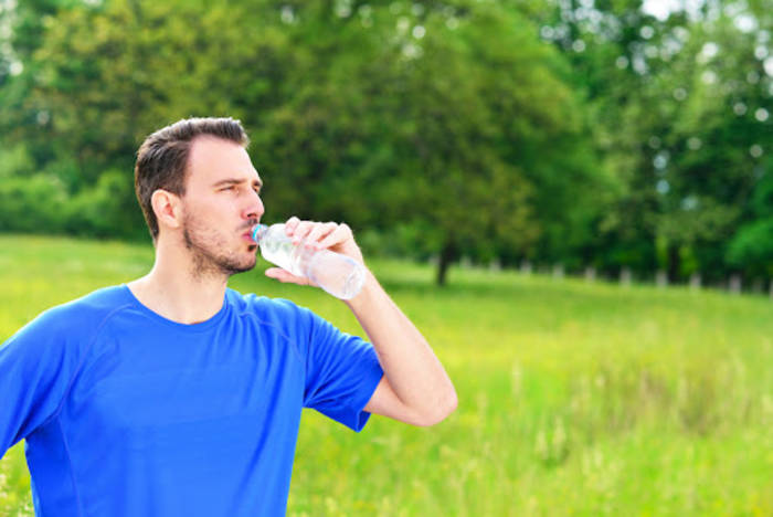 На прогулке или в офисе - пей воду