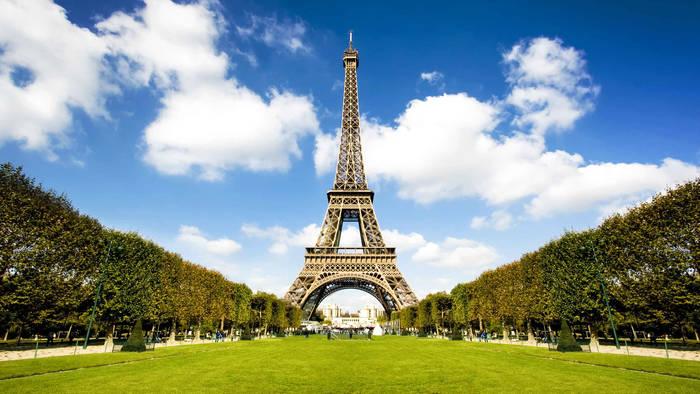 Эйфелева башня. Построена за 793 дня