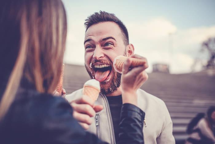 Побалуй любимую — угости ее мороженым