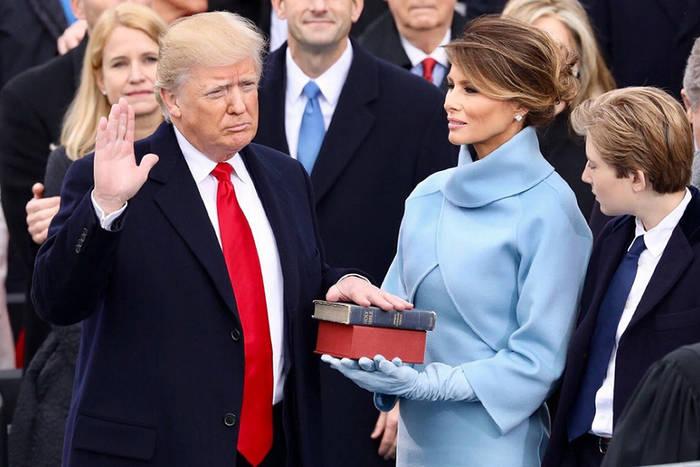Дональд Трамп с супругой Меланией Трамп на инаугурации