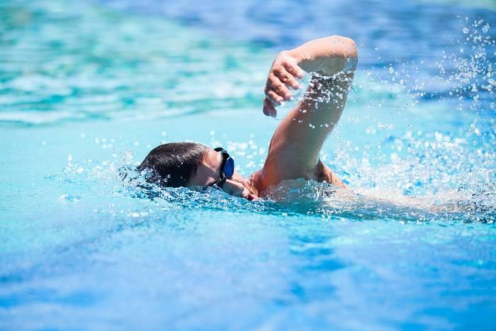 Плавание — лучший спорт во время летнего зноя