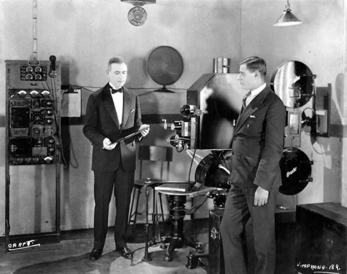 Кадры из первого в мире кинофильма со звуком
