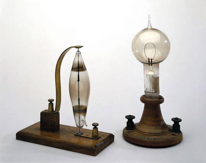 Вот так выглядели одни из первых лампочек