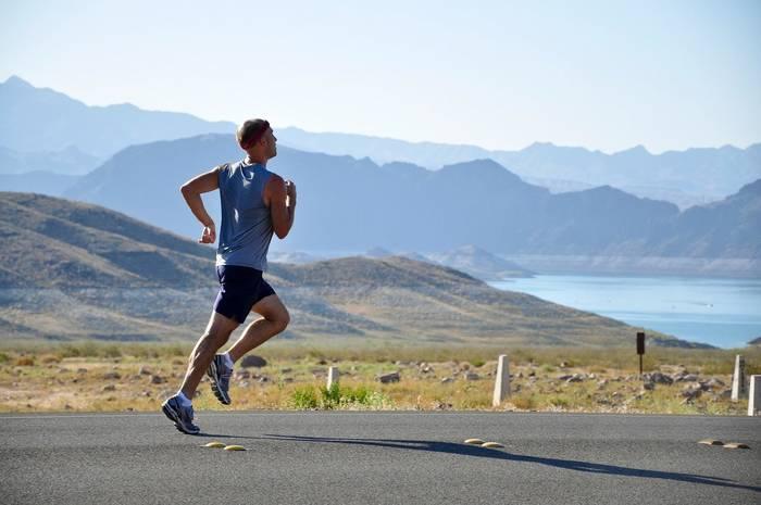 Бег поддерживает форму и даёт комплексную нагрузку на мышцы