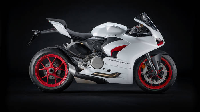 "Ducati Panigale V2 в цветах ""Star White Silk"" — собрат Panigale V4"