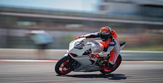 Ducati Panigale V2: 155-сильный спортбайк для любителей мощи
