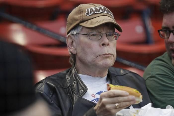 Стивен Кинг любит чизкейки, но и от фастфуда не отказывается