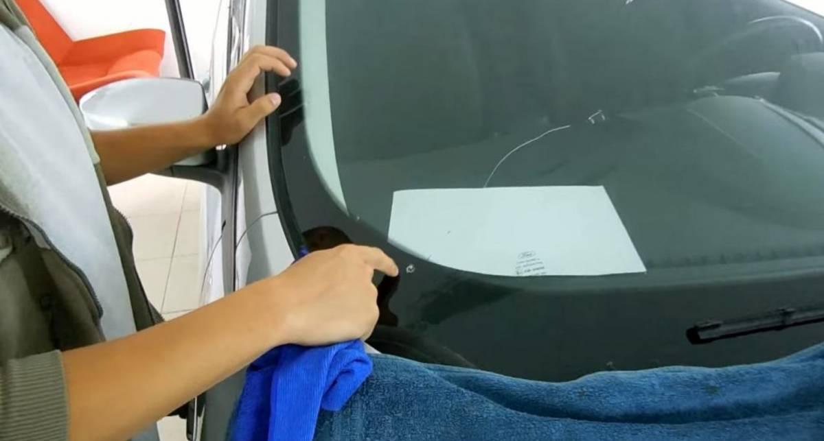 ТОП-3 способа заклеить трещину на лобовом стекле: и это без обращения в СТО!