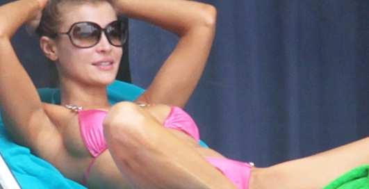 Эротик-шоу на голове: как отдыхает Джоанна Крупа