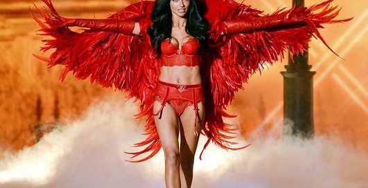 Обнаженные до зубов: парад моделей Victoria's Secret 2013