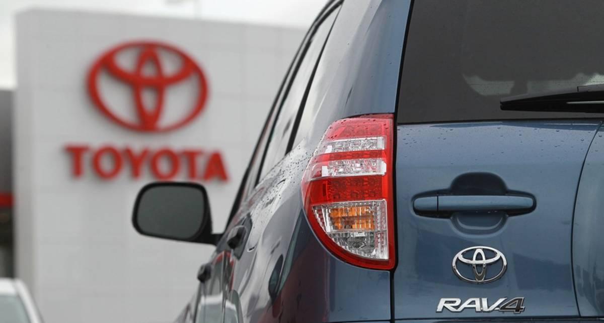 Toyota вынуждена отозвать 300 тыс. машин