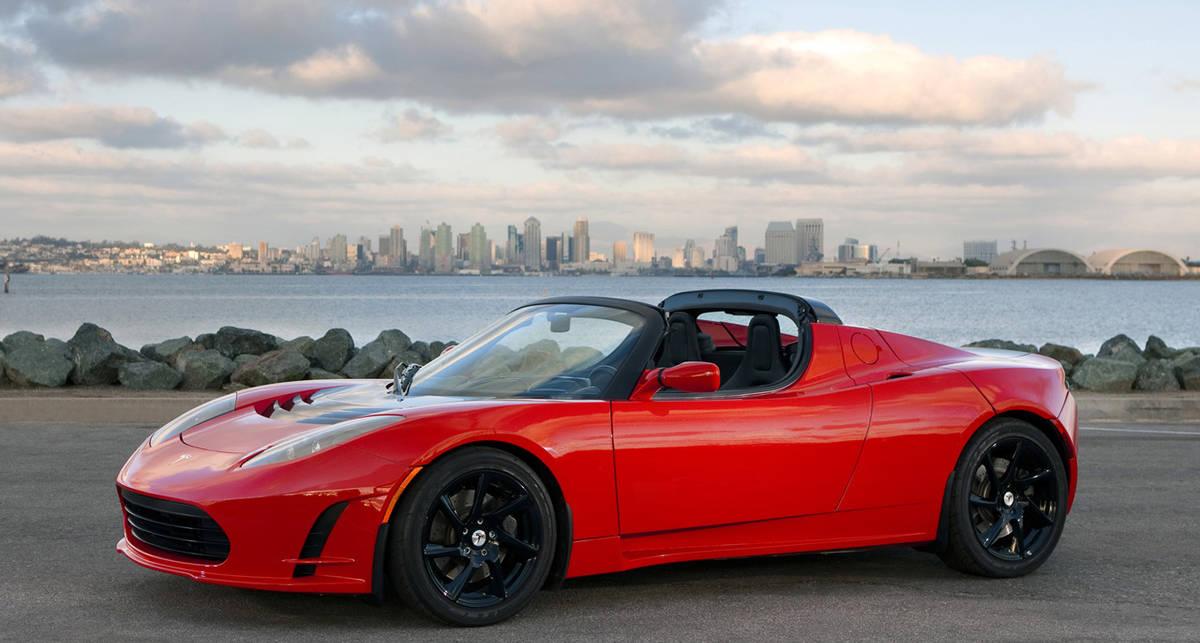 За рулем Tesla Roadster установили еще один рекорд