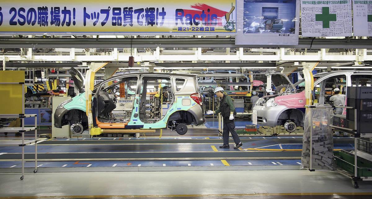 Ведущие японские автопроизводители начинают бить тревогу