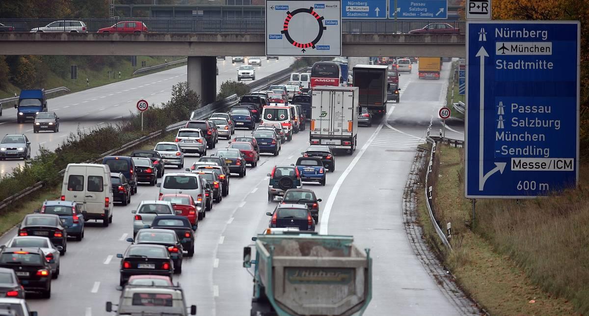 Пробки на немецких автобанах растянулись до Луны