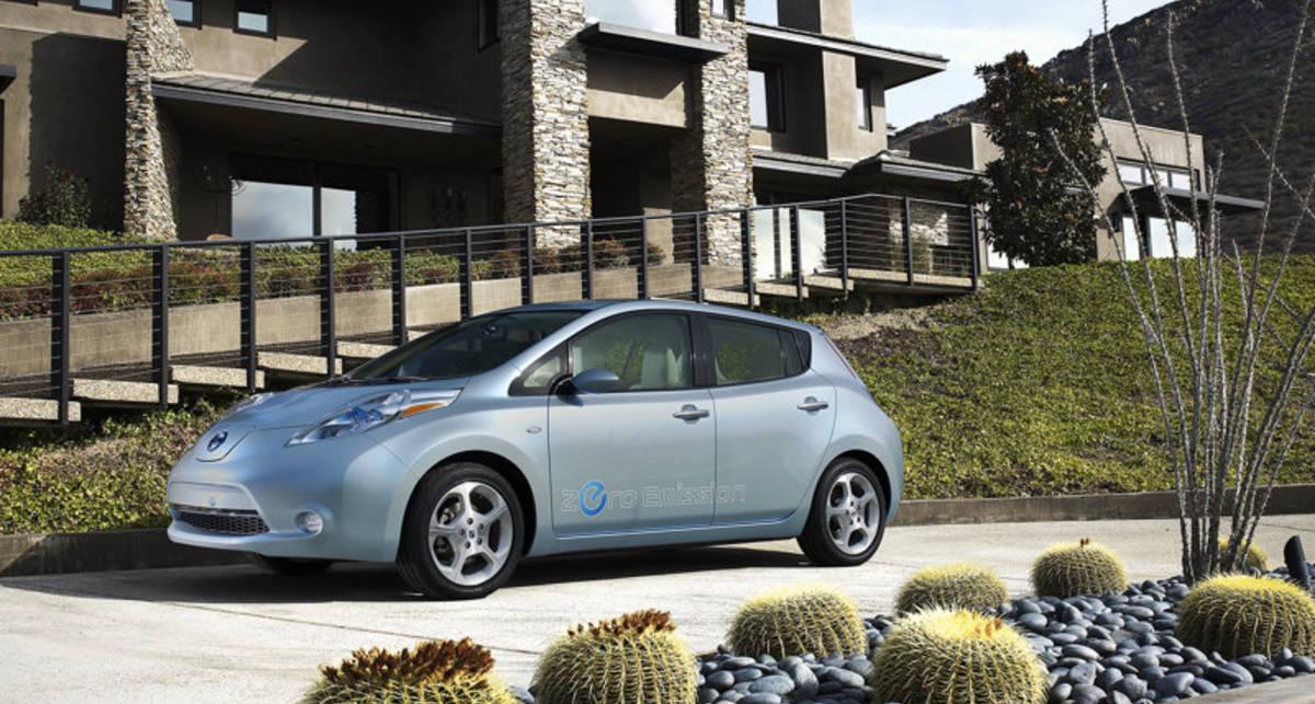 Nissan Leaf попал под удар