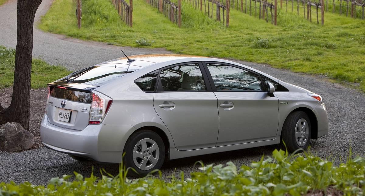 Toyota готова давать гибриды Prius в аренду