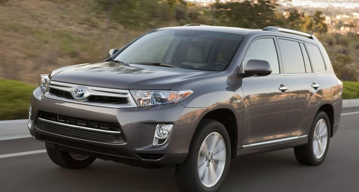 Гибридные внедорожники Toyota попали под отзыв