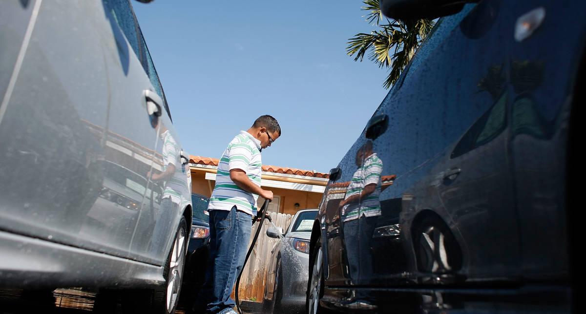 Продажи новых машин в мире стремительно растут