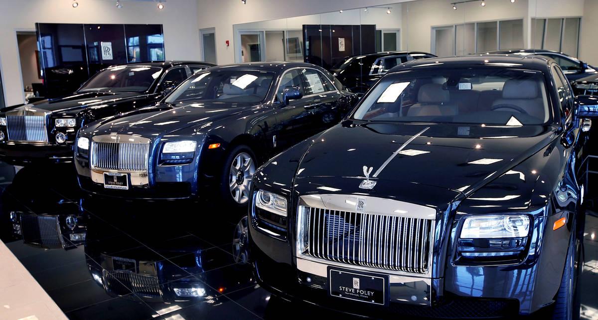 Во всем мире скупают Rolls-Royce