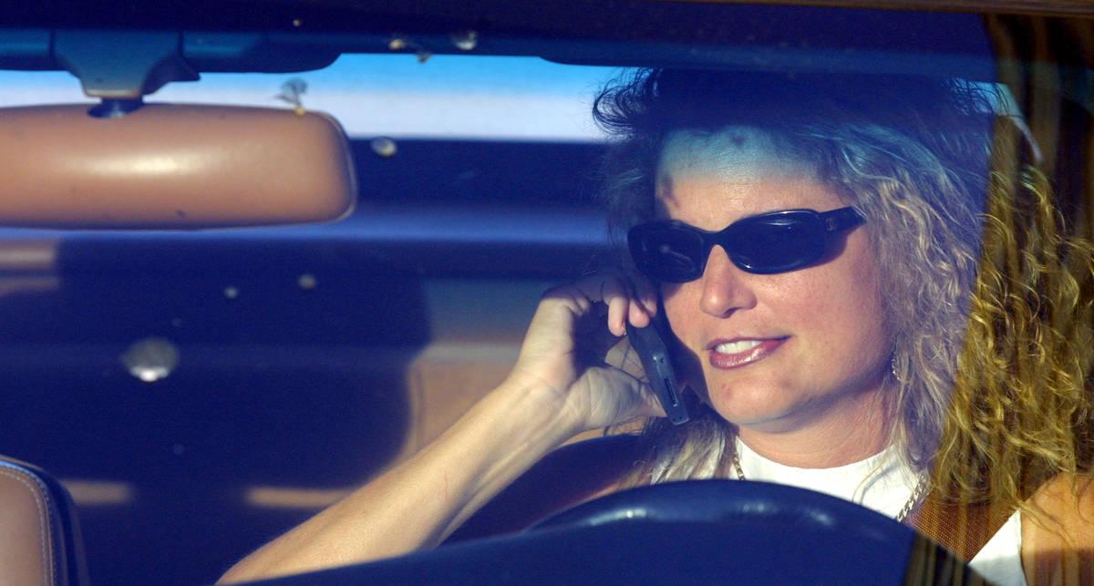 В Америке запрещают разговаривать по телефону за рулем
