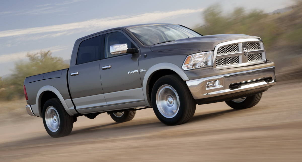 Dodge отзывает 300 тыс. гигантских пикапов