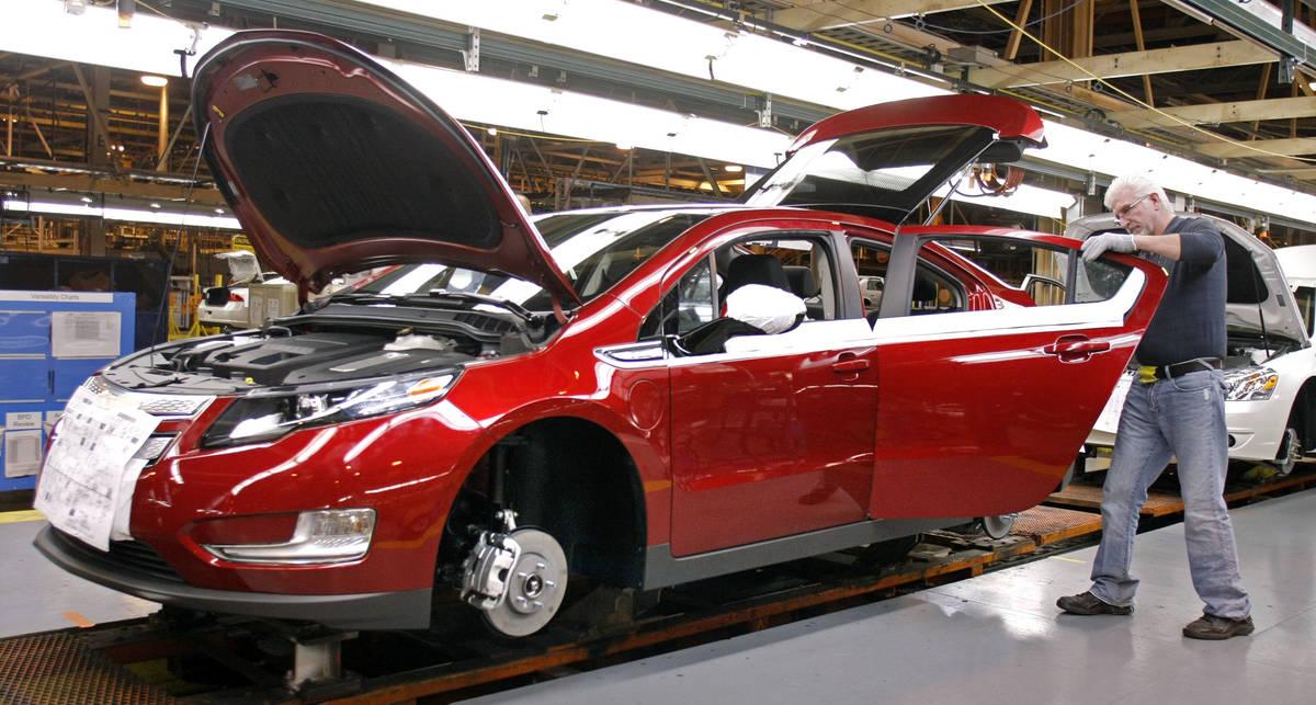 General Motors будет следить за подростками
