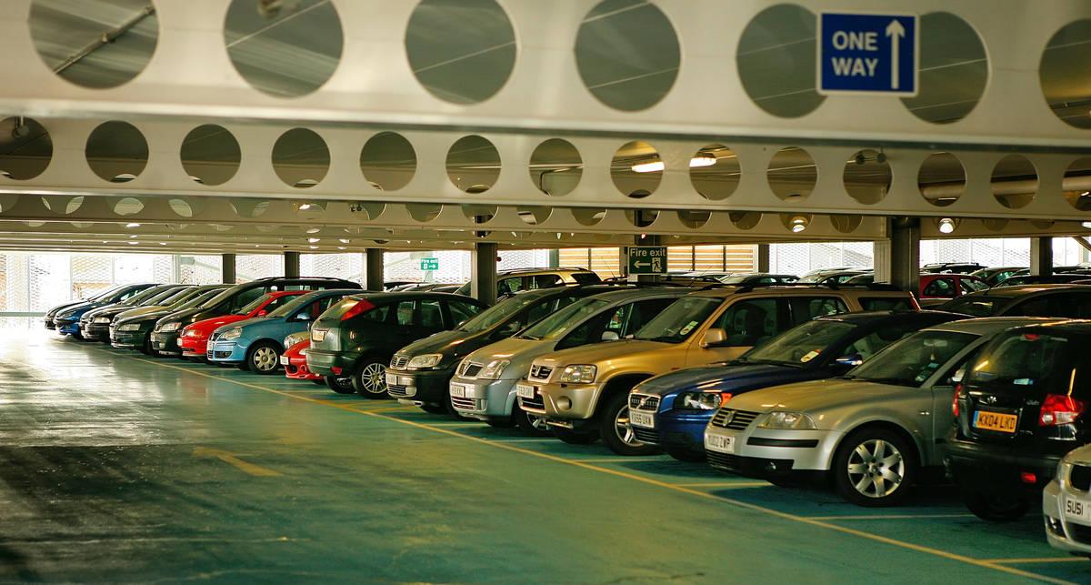 Британские больницы с лихвой зарабатывают на парковках