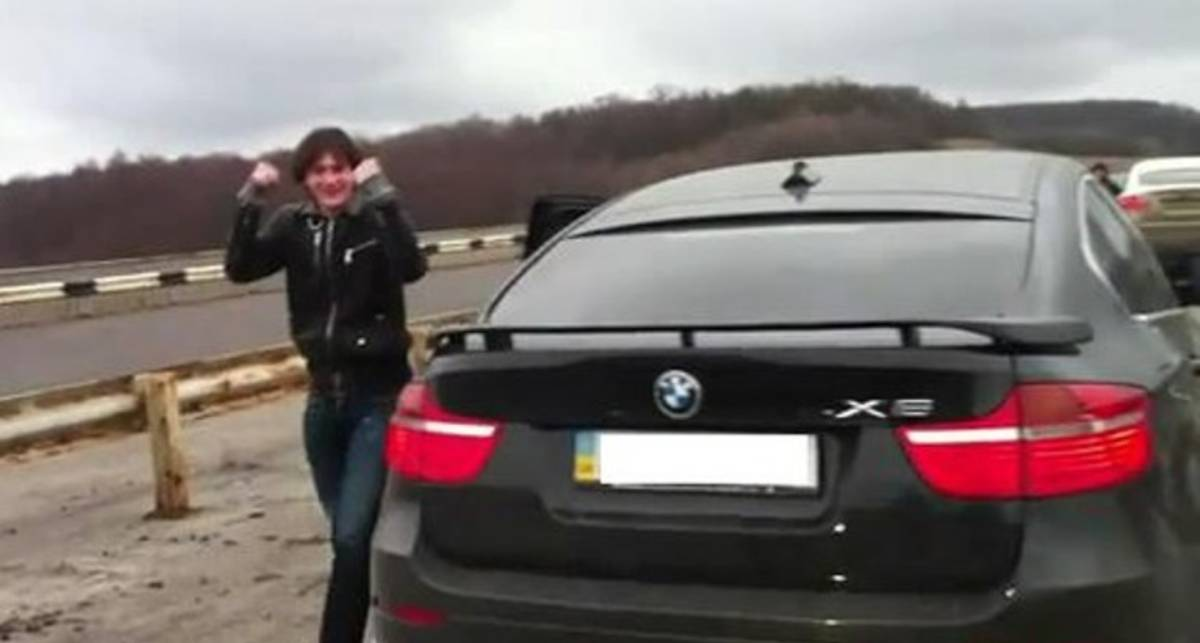 Отпрыск Кернеса летает на BMW Х6 со скоростью 260 км/час