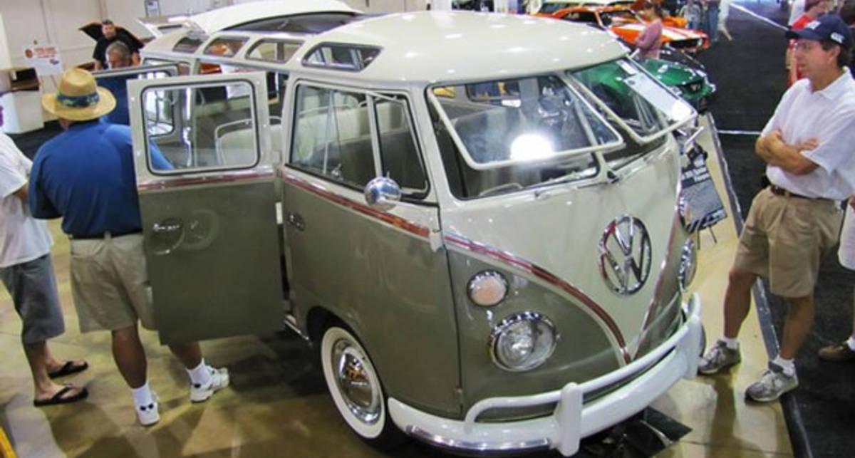 Старенький микроавтобус Volkswagen продали за $217,8 тыс.