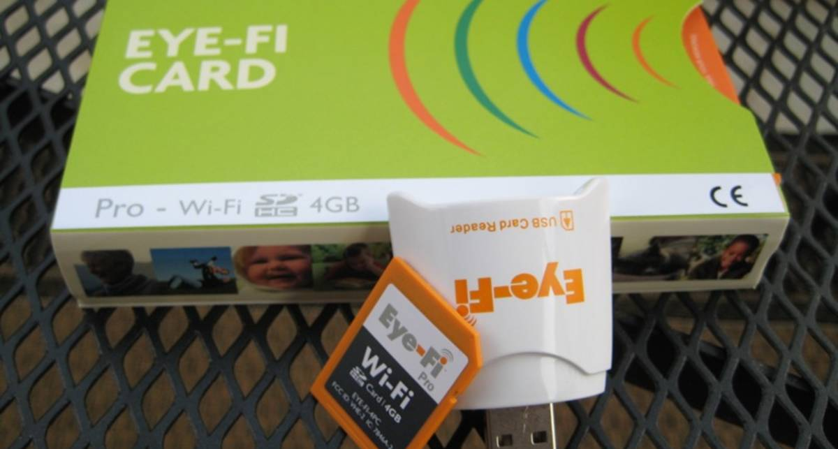В карту памяти вставили модуль Wi-Fi