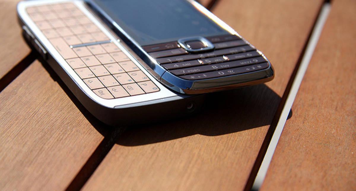 Nokia продолжает терять долю на рынке мобильных устройств