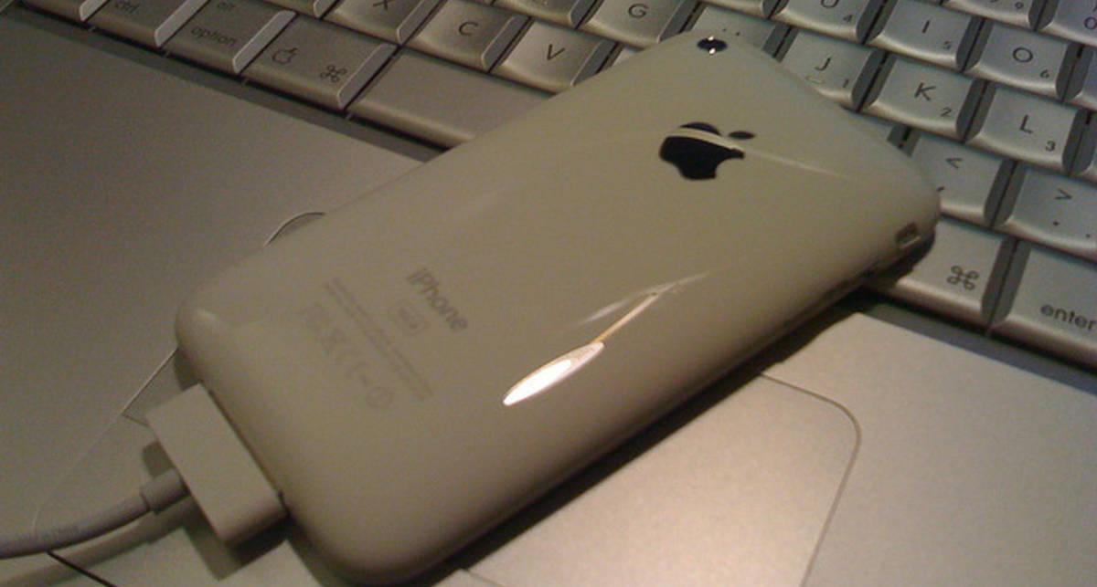 Apple  пыталась наказать продавца белых iPhone