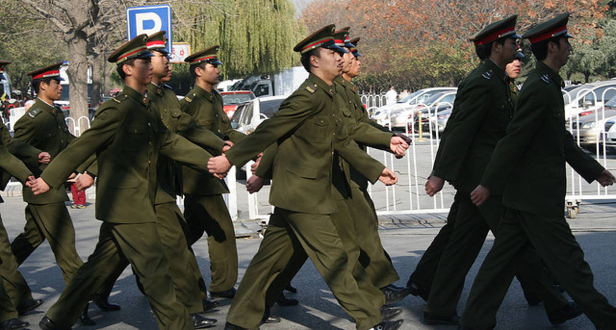 Китайским военным запретили социальные сети