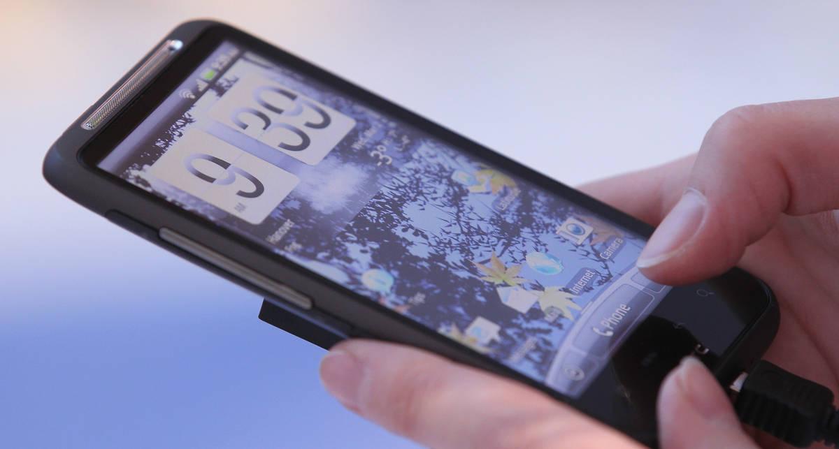 Google Android установлена на половине всех смартфонов