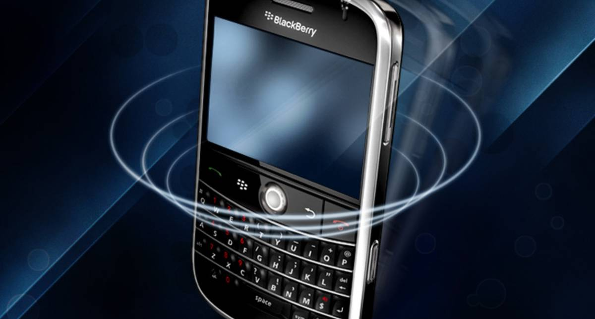 Эксперты обнаружили уязвимость в смартфонах Blackberry