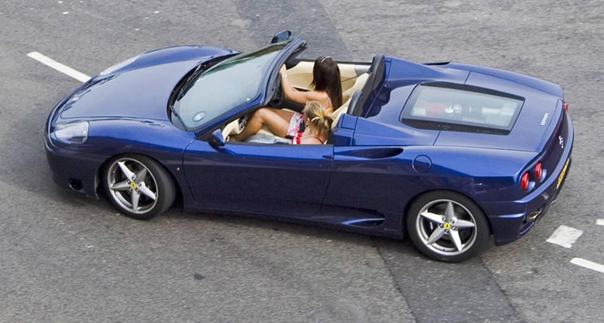 Город, где у каждого есть Ferrari (видео)