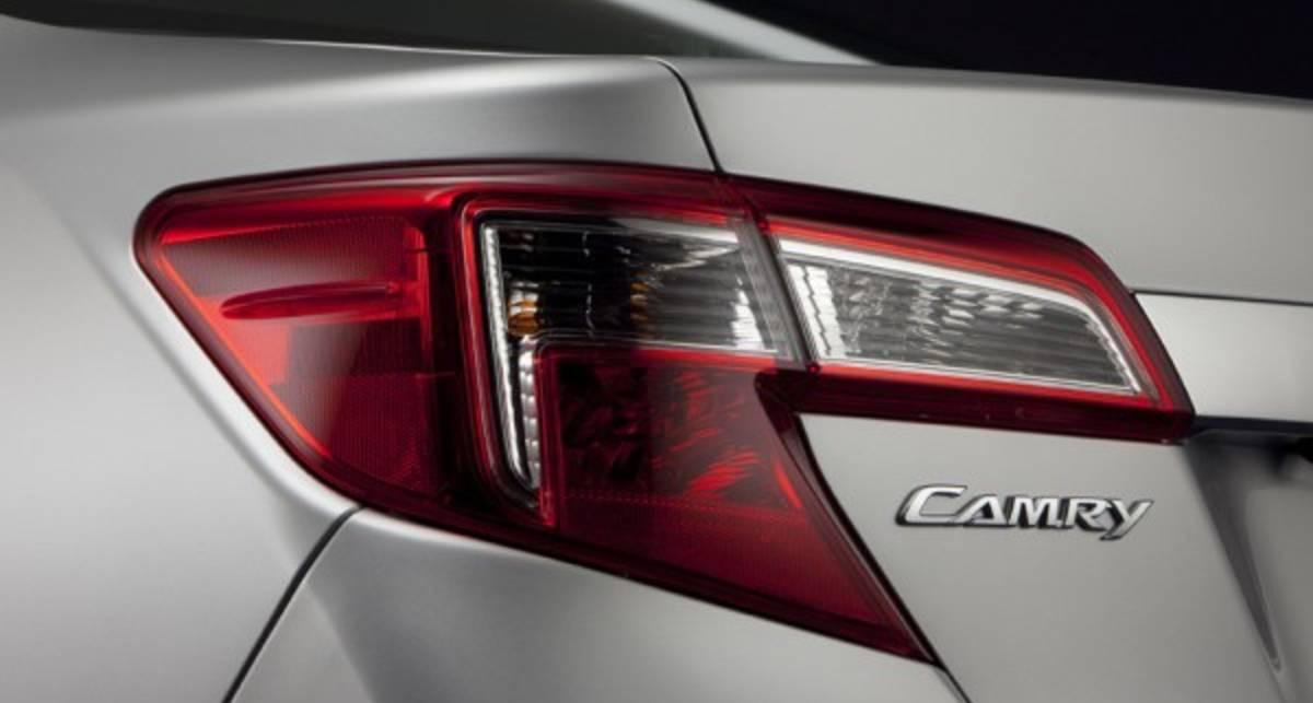 Toyota показала кусочки новой Camry (фото)