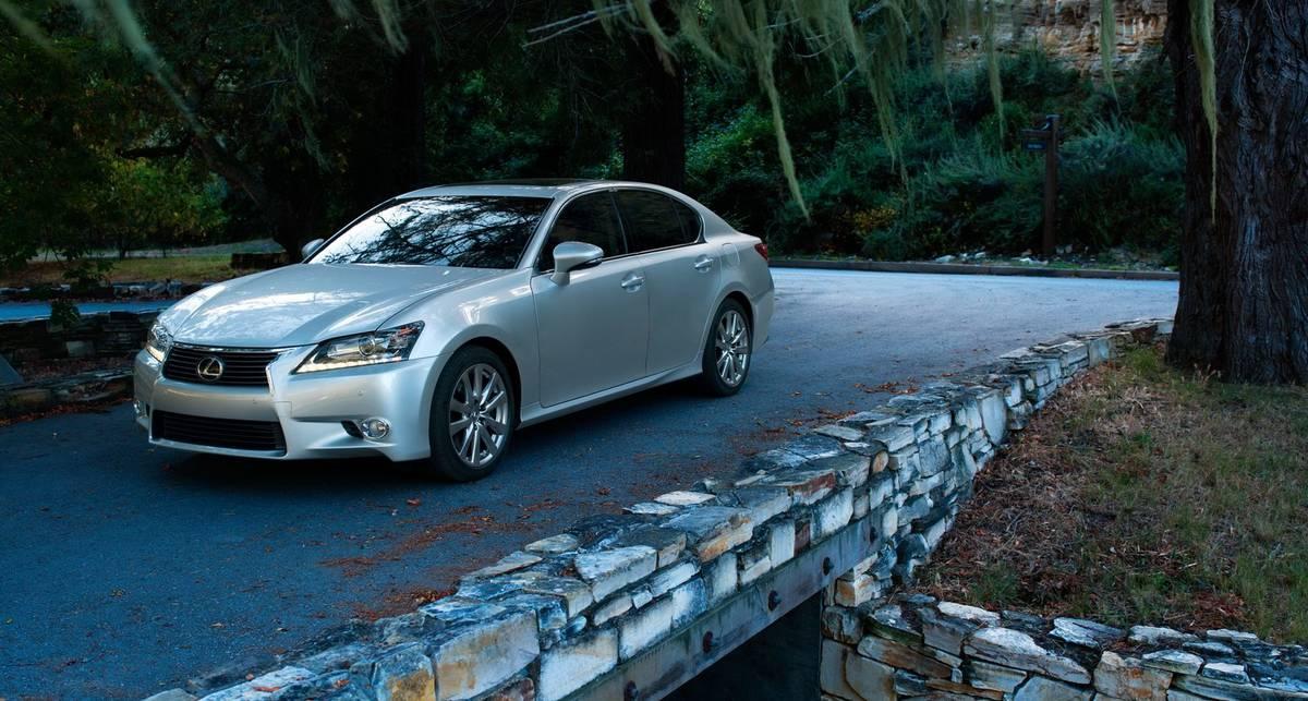 Официальные снимки Lexus GS уже появились в сети (фото)